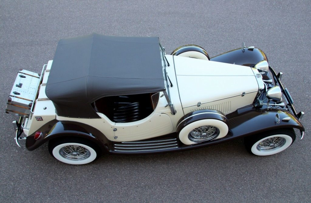 great driver 1937 Jaguar SS 100 Replica